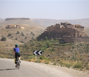 Sarah approaches Tizourgane Kasbah, place for the night