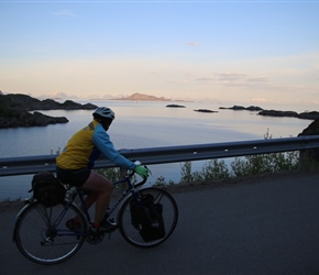 There is a cyclepath from Solvaer to Kabelvag