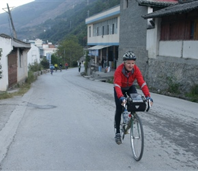 Richard heads for Tiger Leaping Gorge