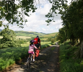 Lucy and Richard head north towards the Long Mynd at Ratlinghope