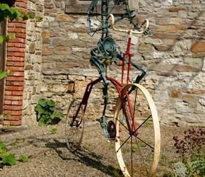 Bicycle statue at Spontin