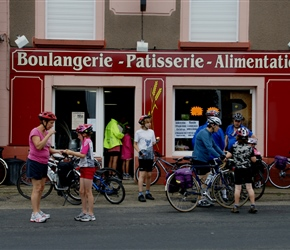 Boulangerie in Teutheville Bocage, top tip, keep them fed