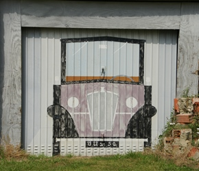 Painted garage near Périers